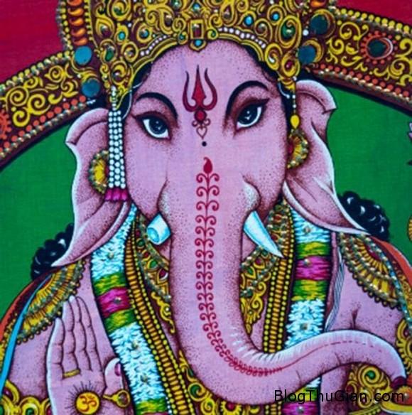 mat voi3 ngoisao.vn  Người đàn ông có gương mặt voi được tôn sùng như thần thánh