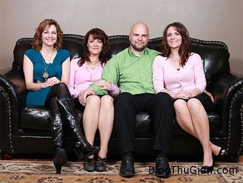 1453530355 1453519961 sinhdoi 4  Cặp sinh đôi thương nhau đến mức dùng chung cả...bạn trai
