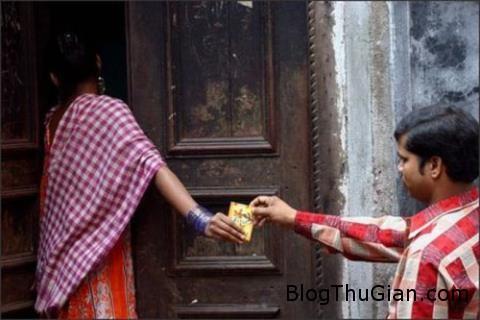 an do thieu nu ban trinh lay tien khao lang 271285 Thiếu nữ bán trinh cho khách lấy tiền khao dân làng