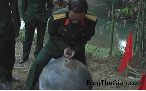 hang loat bao nuoc ngoai dua tin vat the la roi o... 81025920 Báo nước ngoài đưa tin về vật thể lạ rơi xuống ở Việt Nam