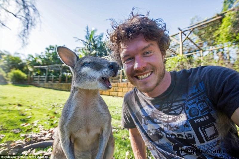 tinhhoa.net X3Vfxw 20151226 chang trai co biet tai du do cac loai dong vat cung chup anh selfie Chàng trai có biệt tài làm quen và chụp ảnh selfie với động vật