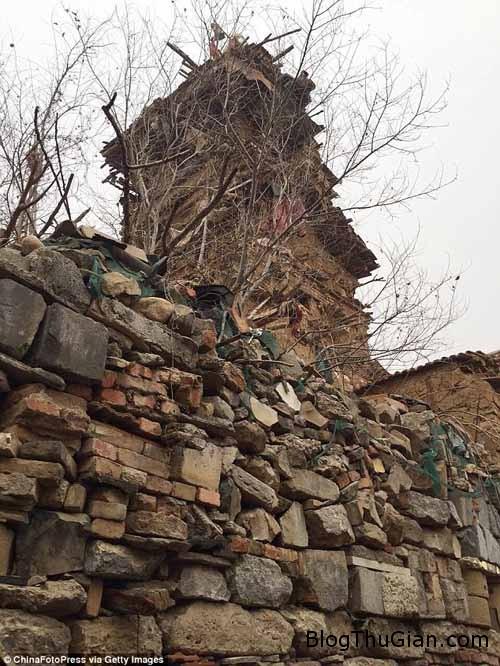 1455503111 1455503089 chuyen la 2  Ngôi nhà kỳ dị được xây từ gỗ và đá suốt 10 năm