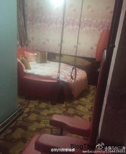 1455673092 1455673009 chuyen la 2  Sốc khi thấy  dây xích, còng tay, roi da trong phòng khách sạn