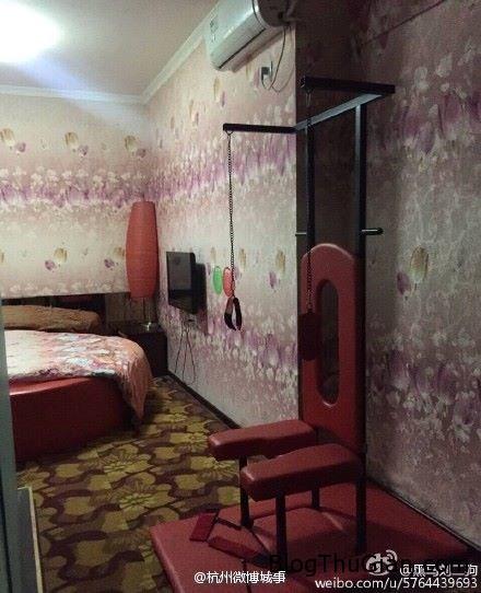 1455673092 1455673009 chuyen la 3  Sốc khi thấy  dây xích, còng tay, roi da trong phòng khách sạn