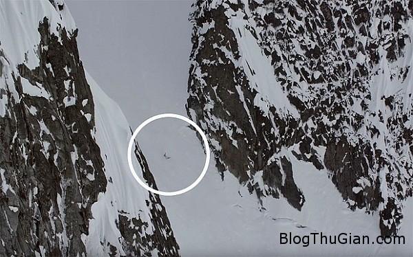 3203 Cô gái may mắn thoát chết khi rơi xuống từ độ cao 300m
