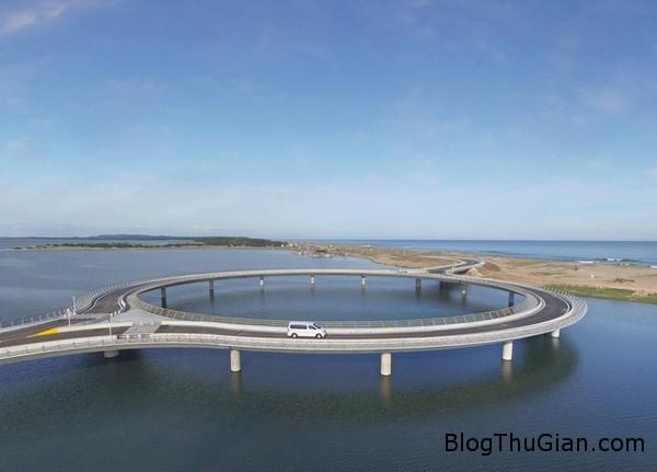 c5 1454338893344 Cây cầu độc đáo buộc bạn phải vừa đi vừa ngắm cảnh
