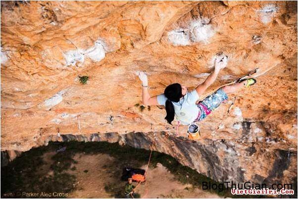 chuyen la co that co be nguoi nhen 1  99505 zoom Cô bé người nhện với khả năng leo tường cực đỉnh
