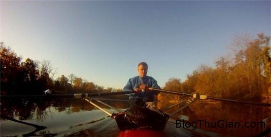 ky quac nguoi dan ong 15 nam cheo thuyen di lam de tranh tac duong 3 Chèo thuyền đi làm suốt 15 năm vì sợ bị tắc đường