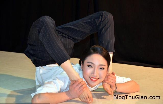 1456800789 1456797754 10 Nể phục với tài uốn dẻo của cô gái dẻo nhất Trung Quốc